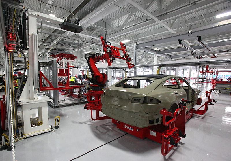 En Tesla se han despedido a trabajadores por repartir panfletos a favor de la sindicalización a sus compañeros de trabajo