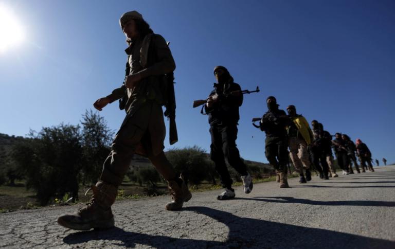 Al Nusra acepta disolverse y promete abandonar Idlib