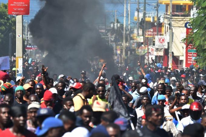Miles de personas protestan contra la corrupción en Haití